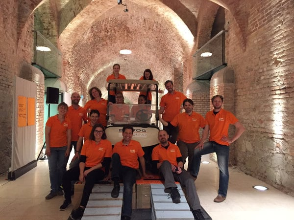Teambuilding Bridge to the future
